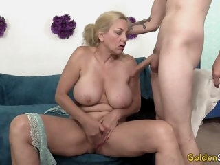 Mature Cala Craves shows off..
