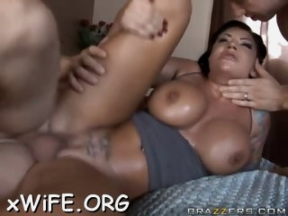 Juicy pornstar loves sausage