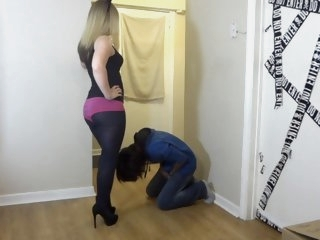 Ballbusting - Teen in Pink..
